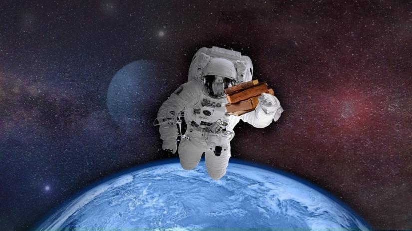 astronaut-2898836_960_720.jpg