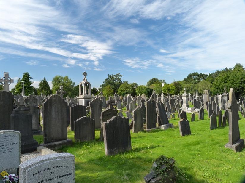 cemetery-3235882_960_720.jpg